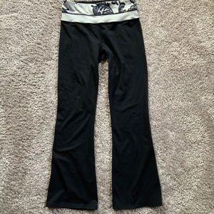 Lululemon low rise flare leggings black size 4